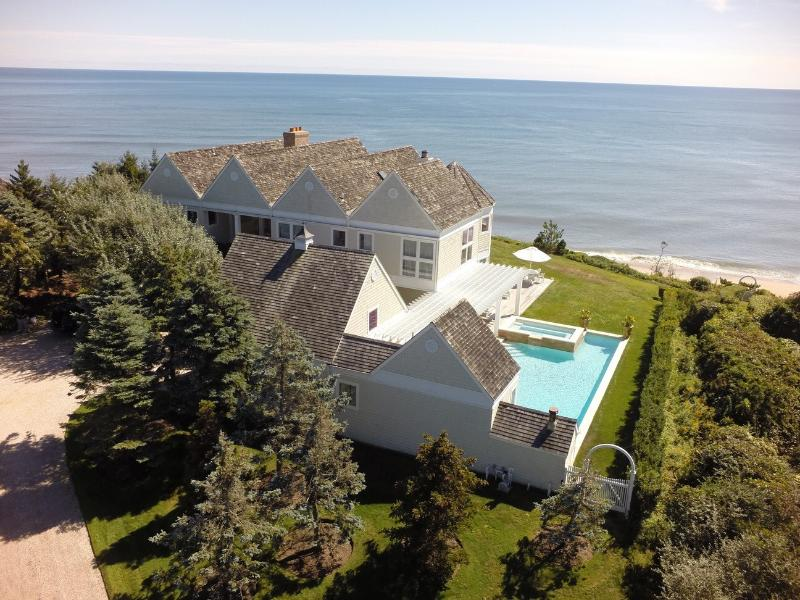 Living on the ocean is like buying the most spectacular painting and watching it change every day. - Montauk Oceanfront Estate - Montauk - rentals