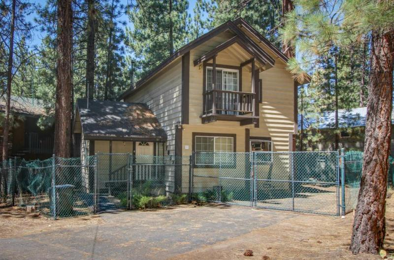 Dog-friendly home only five blocks from Heavenly Mountain Resort - Image 1 - South Lake Tahoe - rentals