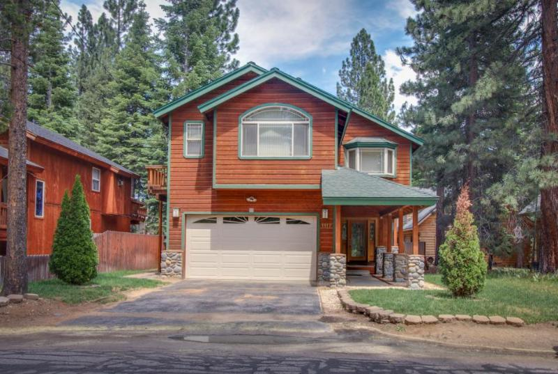 A private hot tub, a landscaped yard & a game room with foosball and pool! - Image 1 - South Lake Tahoe - rentals