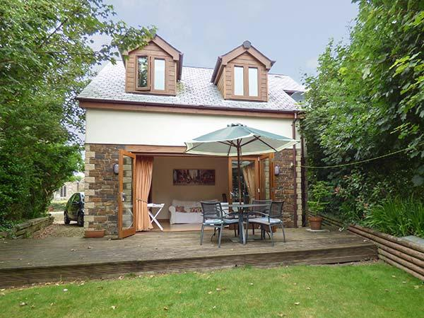 CANDLES COTTAGE, near beaches, off road parking, garden, in Newquay, Ref 927459 - Image 1 - Newquay - rentals