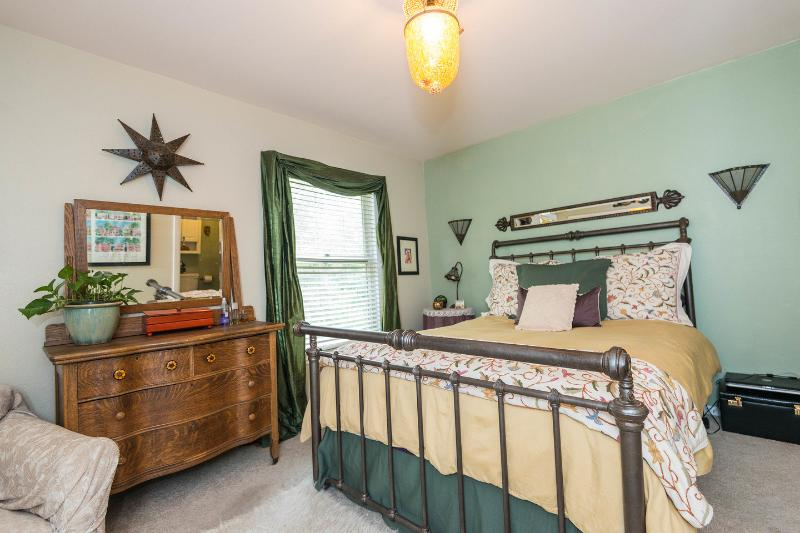 The Master Bedroom - Cozy Victorian Townhome - Walk to Downtown - Denver - rentals