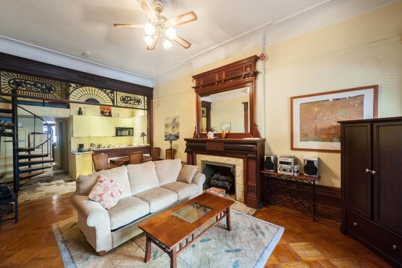 Living Room - Loft Studio in classic Brownstone Parlor; mahogany - New York City - rentals