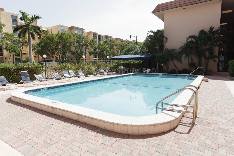 The Pool - Nice Apartment closed to the beach & Shops - Sunny Isles Beach - rentals