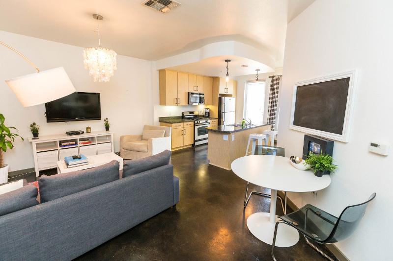Living Room - 1400 sq ft loft overlooking Sunset Blvd - Los Angeles - rentals