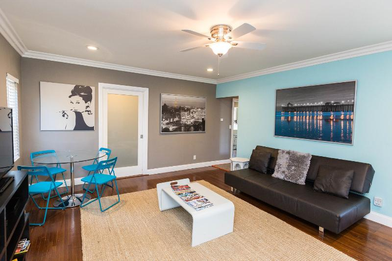 Living Room - West HOLLYWD area-FAB-2 BDRMS+4 beds+WiFi+A/C+DECK - Los Angeles - rentals