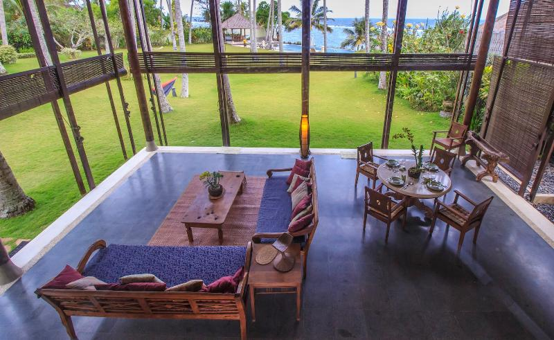 living from above - Oceanfront villa Yoga Bale with tennis court - Candidasa - rentals