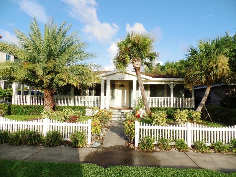 Exclusive Tropical Retreat in Sunny Clearwater Bea - Image 1 - Clearwater - rentals