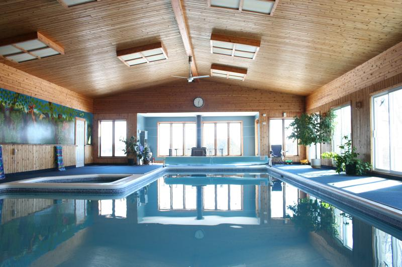 30 degrees C all year round. - Sleeps 24+ Largest Private Indoor Pool In Canada - Cornwall - rentals
