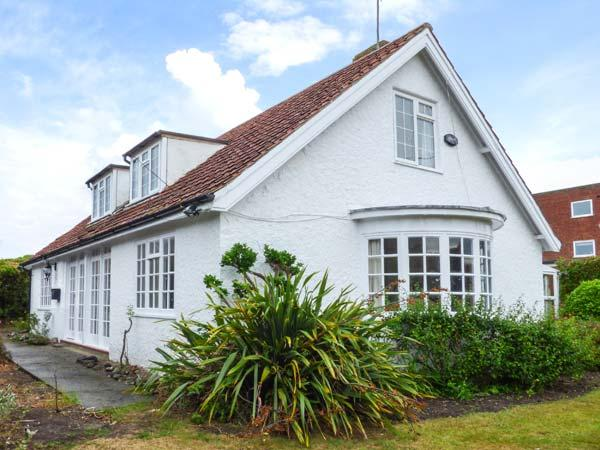 THE DINGLE, pet-friendly, close to amenities and beach, enclosed garden, in Cromer, Ref 920545 - Image 1 - Cromer - rentals