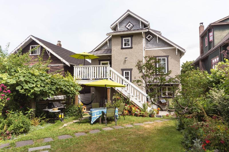 Garden - MYRTLE SUITE - MOUNTAIN VIEW; CENTRAL, LOVELY AREA - Vancouver - rentals