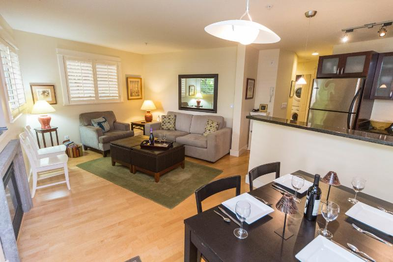 Living Room - Modern South Granville Condo - Vancouver - rentals
