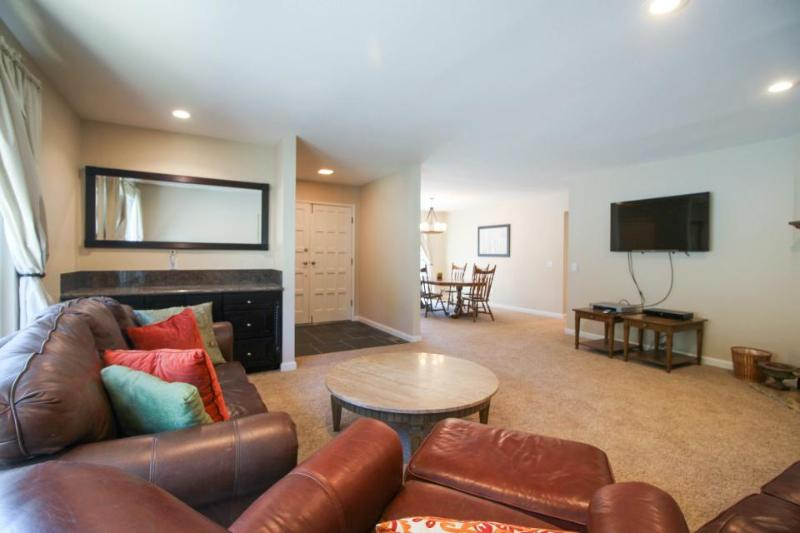 Fully renovated vacation rental with 3D TV - Close to beach and skiing - Image 1 - South Lake Tahoe - rentals