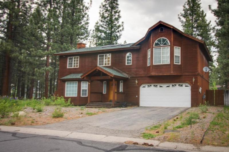 Lovely home w/ large, fenced yard, pool table & deck - near hiking trails - Image 1 - South Lake Tahoe - rentals