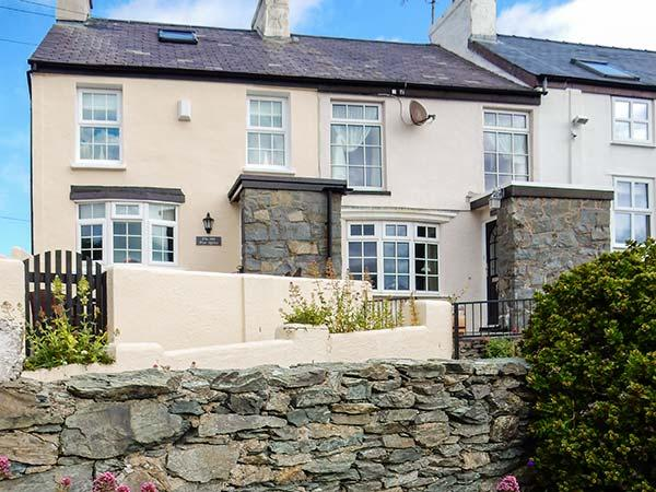 THE OLD POST OFFICE stunning sea views, beachfront property, on coastal path in Bull Bay near Amlwch Ref 928182 - Image 1 - Amlwch - rentals