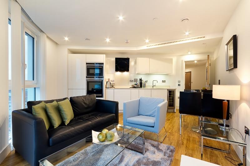 Sleek 1 Bedroom Home Perfectly Located in Zone 1 - Image 1 - London - rentals