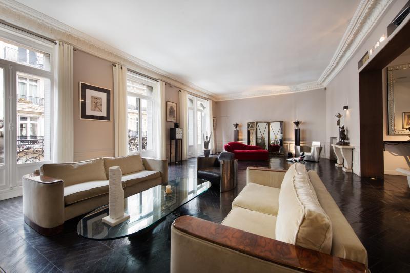 Luxury 2 Bedroom Apartment Along Champs Elysées - Image 1 - Paris - rentals