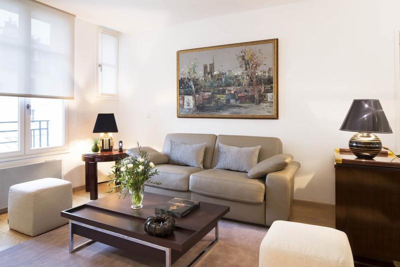 Simple 1 Bedroom Apartment in Montmartre - Image 1 - Paris - rentals