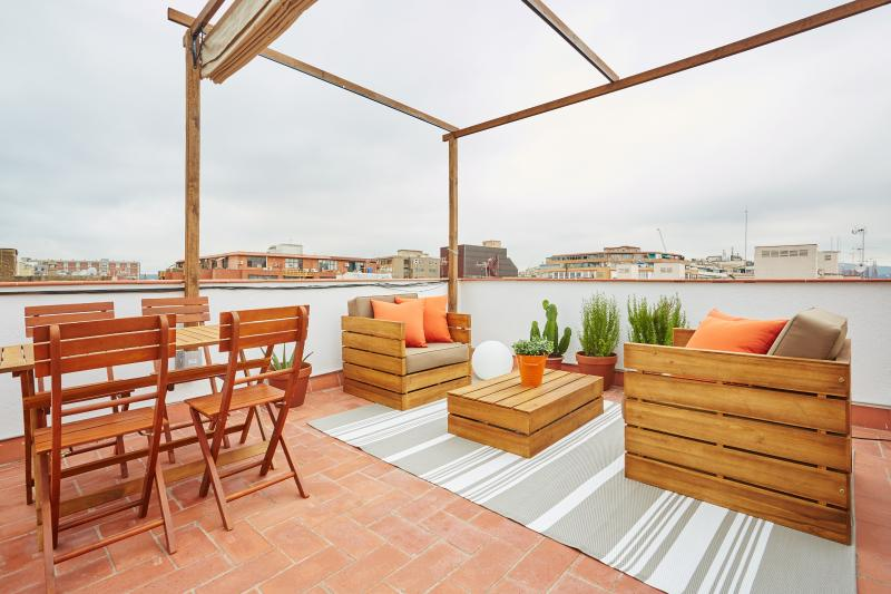 Large roof top terrace (private) - Marina Vintage Apartment with Terrace (1BR) - Barcelona - rentals