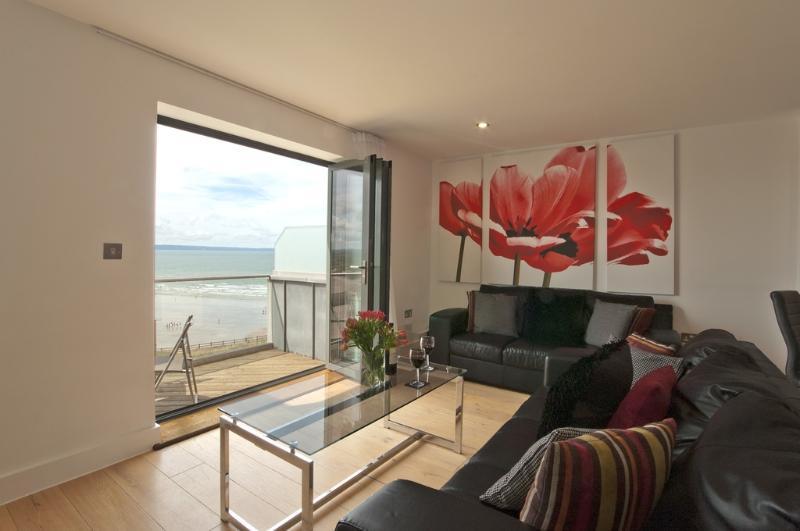 12 Ocean Point Penthouse located in Saunton, Devon - Image 1 - Saunton - rentals