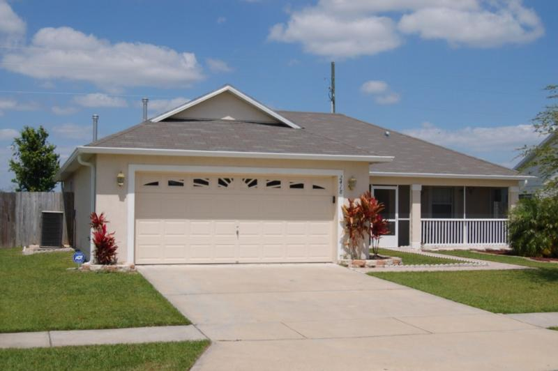 3 Bedroom Pool home Pets welcome. The garden is fully fenced. - Pet-Friendly 3 Bedroom Villa with Pool and Fully Fenced Garden *2418 - Kissimmee - rentals