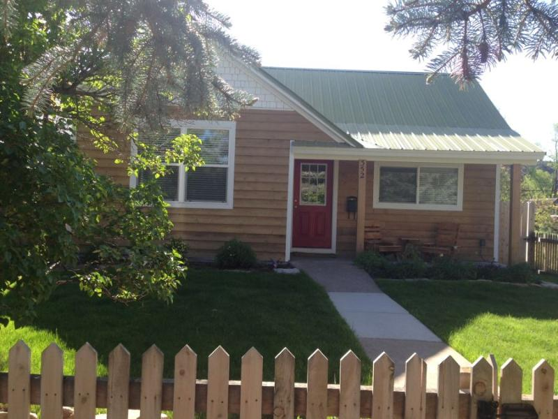 Bungalow style home in downtown Durango - 5th Avenue Beauty - Durango - rentals