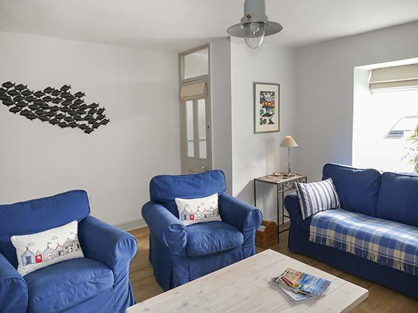 GWYLFA, lovely cottage near beach, garden, en-suite, WiFi, Llanbedrog, Ref 927423 - Image 1 - Llanbedrog - rentals