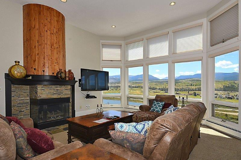 Large picture windows with mountain and valley views - Grandview 506 - Fraser - rentals