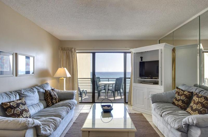 Lovely condo for six right on the beach with community pool - Image 1 - Panama City Beach - rentals