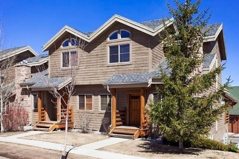 Comfortable family home with a private hot tub and a community pool & gym! - Image 1 - Park City - rentals
