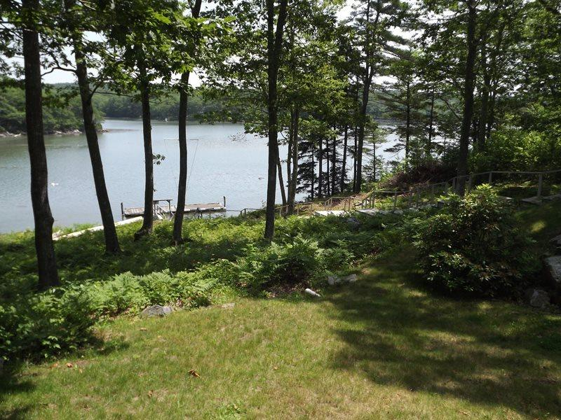 Lovely back yard with stairs leading to dock and float on Back River - EASY BREEZES | BOOTHBAY MAINE | BARTER'S ISLAND |SALT WATER RIVER | PRIVATE DOCK & FLOAT | SLEEPS SIX | PET FRIENDLY - Boothbay - rentals