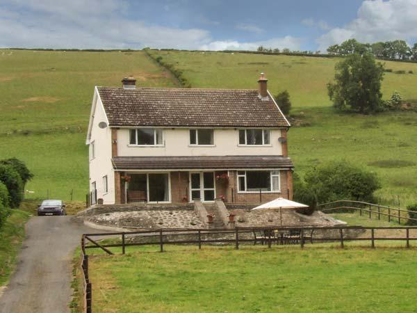 CWMGILLA FARM, detached farmhouse, woodburner, hot tub, WiFi, stunning views, near Knighton, Ref 914604 - Image 1 - Llanbadarn Fynydd - rentals