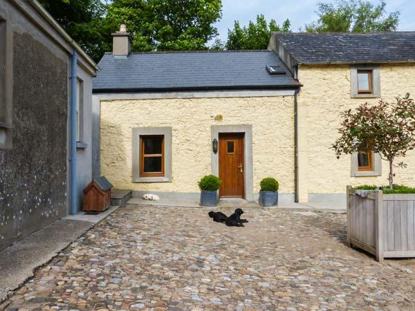 MOUNT BRUIS, end-terrace, shared courtyard, woodburner, open plan, near Tipperary, Ref 925721 - Image 1 - Tipperary - rentals