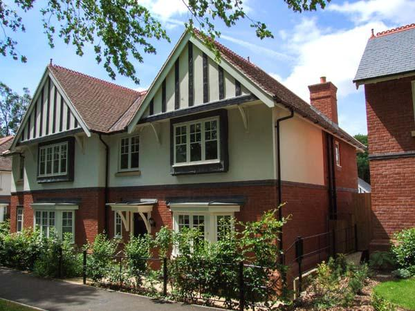COVENT GARDEN COTTAGE, semi-detached cottage, en-suite, enclosed lawned garden, near Malvern, Ref 926393 - Image 1 - Malvern - rentals