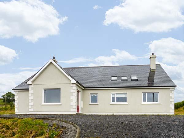 LOUGH ARROW VIEW, detached, pellet stove, ground floor bedrooms, Castlebaldwin, Ref 9986 - Image 1 - Castlebaldwin - rentals