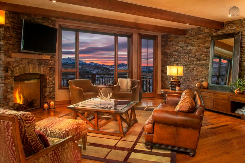 Enjoy gorgeous views from any of the many seating options of the living room. - These views know no borders. Literally. Close to Gondola - Sunset Peaks at See Forever - Mountain Village - rentals