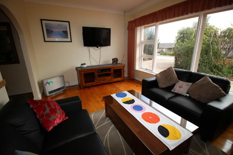 Lounge - Boomerang House: Relocation / migrants / holidays - Adelaide - rentals
