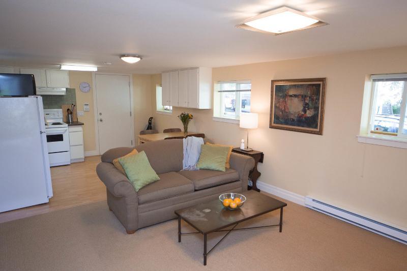 Living Room - Garden suite in beautiful Vancouver neighborhood - Vancouver - rentals