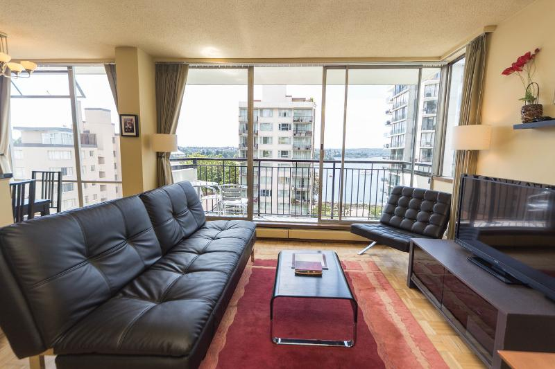 Living Room - Choice West End Condo with View of English Bay - Vancouver - rentals