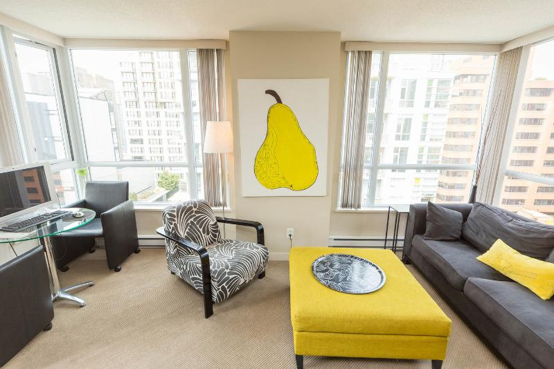 Living Room - FABULOUS Luxury Downtown Vancouver! - Vancouver - rentals