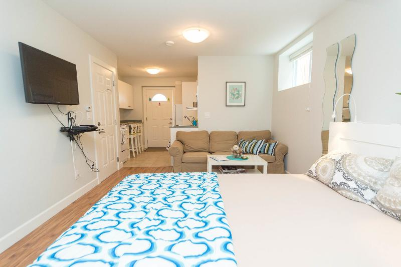 The Master Bedroom - Sweet Trout Lake Suite - Vancouver - rentals