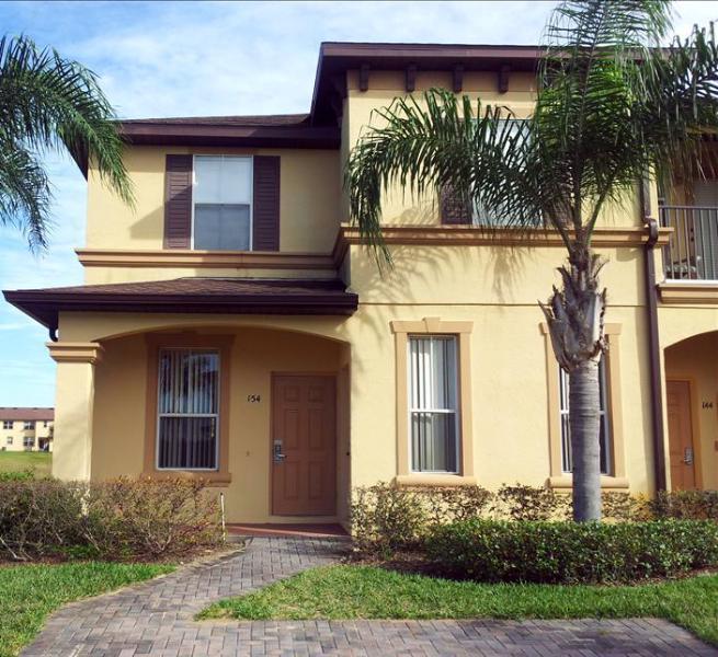 0002154- 4BR/3B Corner Town Home Features 2 En-Suite Master Bedrooms - Image 1 - Davenport - rentals
