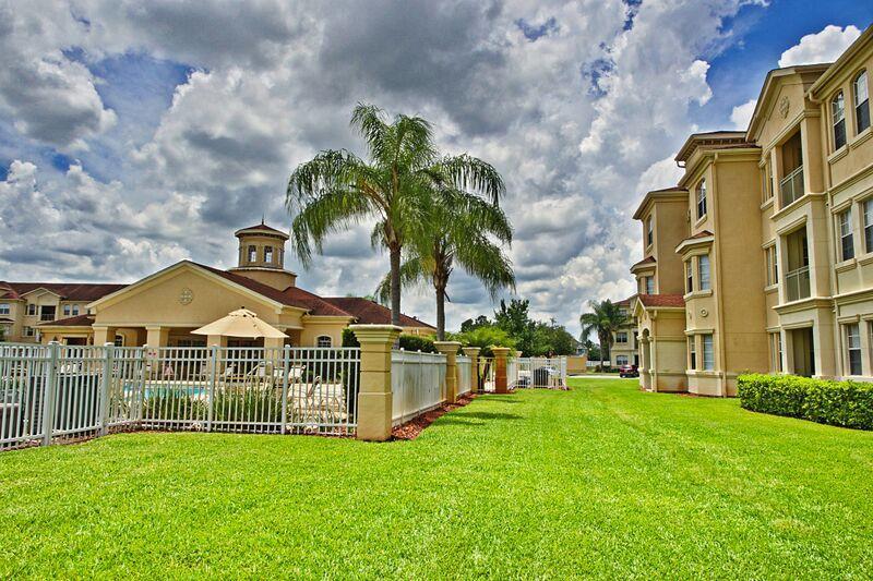 00050704 - Stylish Poolside 2BR/2B Condo In Terrace Ridge - Image 1 - Davenport - rentals