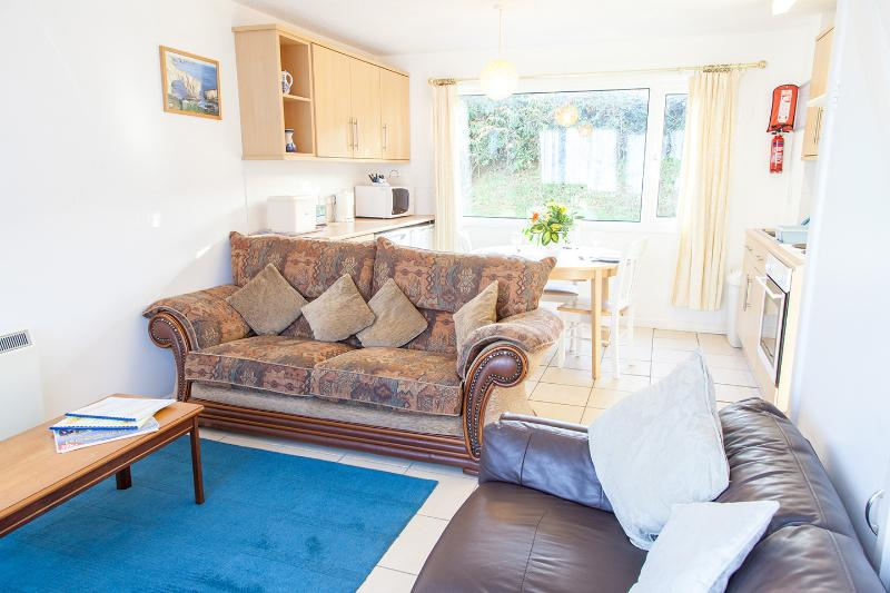 'Barnacle' 21 Freshwater Bay Holiday Village - Image 1 - Pembroke - rentals