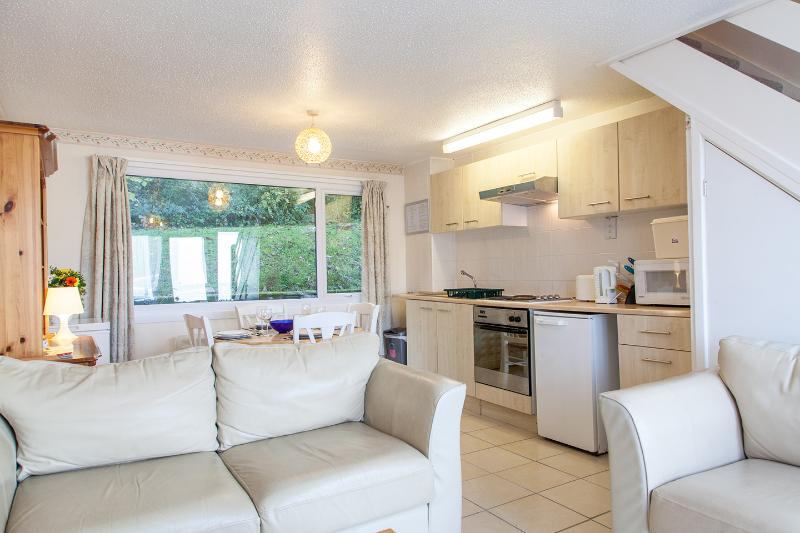 'Periwinkle', 41 Freshwater Bay Holiday Village - Image 1 - Freshwater East - rentals