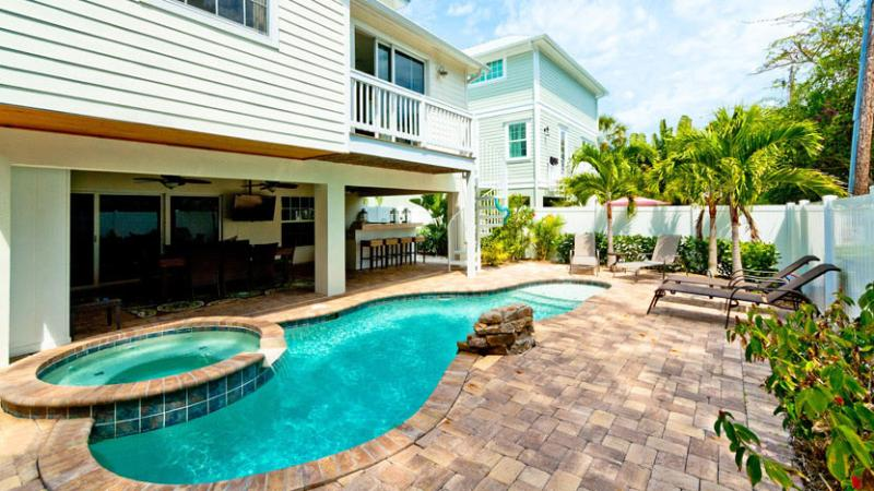 Beautiful Heated Pool and Spa - Villa Marianne: 5BR Awesome Pool Home - Anna Maria - rentals