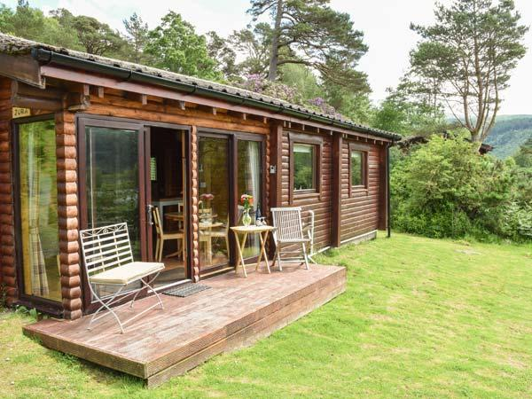 JURA, quality cabin with loch views, WiFi, deck, close amenities, Strontian Ref 22498 - Image 1 - Strontian - rentals