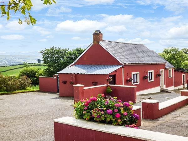HEN DY PAIR, detached, woodburner, private garden, countryside, near Lampeter Ref. 925674 - Image 1 - Lampeter - rentals