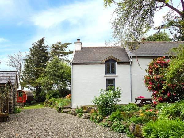 FERN COTTAGE, pet-friendly cottage with lovely views, rural location, Dunmanway Ref 926320 - Image 1 - Dunmanway - rentals
