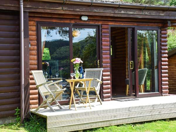 IONA, pet-friendly cabin with wonderful loch views, WiFi, wildlife, Strontian Ref 926248 - Image 1 - Strontian - rentals