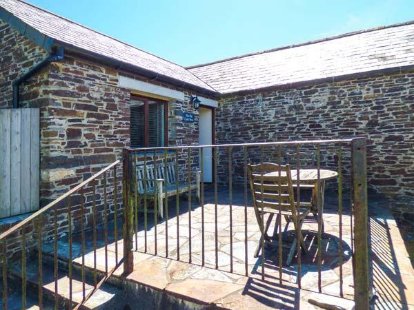 THE OLD CIDER PRESS, WiFi, off road parking, walks from the door, Crackington Haven, Ref 927944 - Image 1 - Crackington Haven - rentals